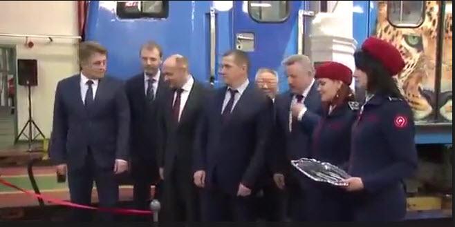 2017-12-15_14-26-20 «Егора Борисова оттеснили федеральные чиновники!», — якутяне негодуют по поводу видео церемонии запуска поезда в Москве