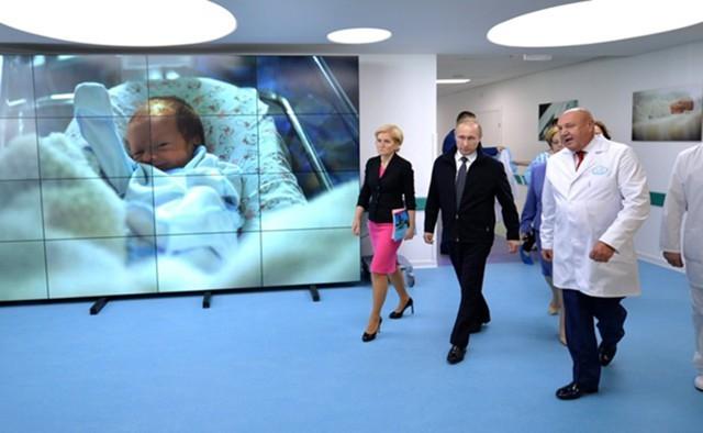 Путин подписал закон овыплате ежемесячных пособий при рождении первого ребёнка
