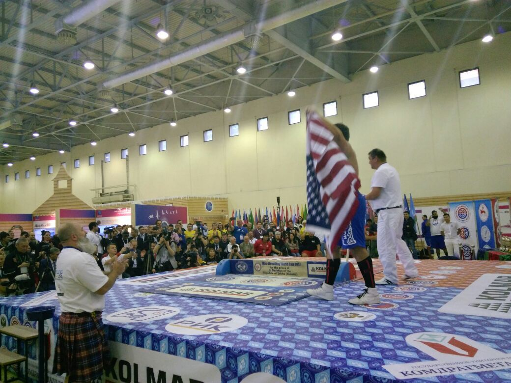 4-7 Американец с якутскими корнями стал чемпионом в супертяжелом весе на Кубке мира по мас-рестлингу