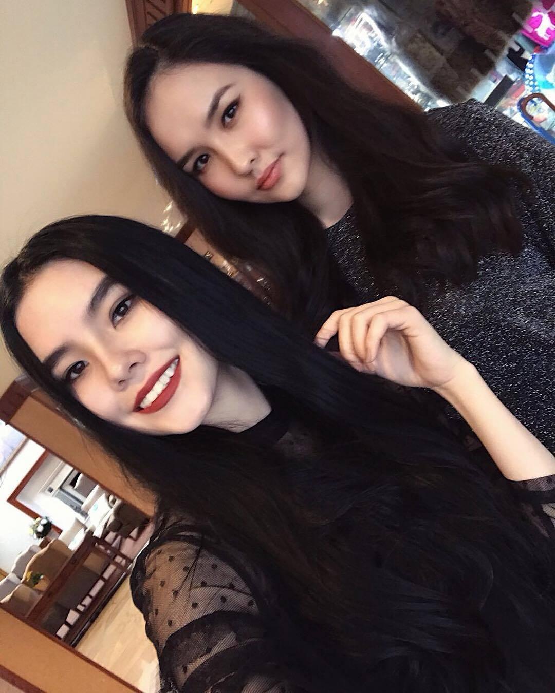 Наташа с Юлией Олзоевой