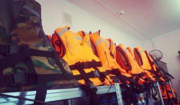 нижний бестях, спасательные жилеты, катер