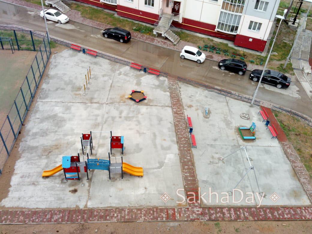 Детская площадка. Якутск. Асфальт