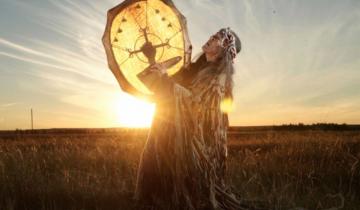 Якутский шаман, кормление огня, мчс