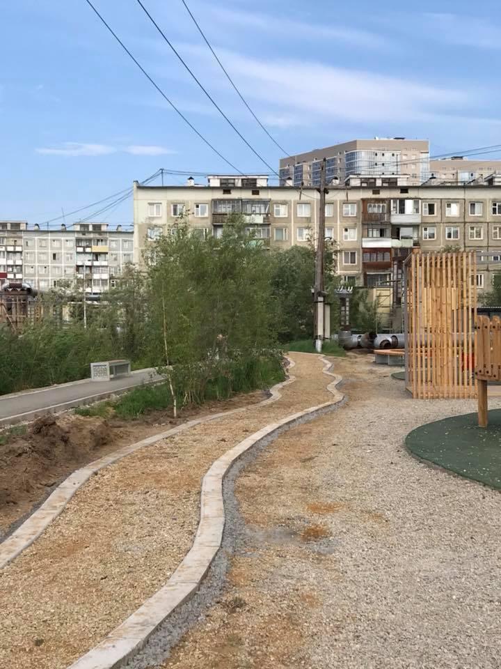 Велодорожка во дворе Каландаришвили.