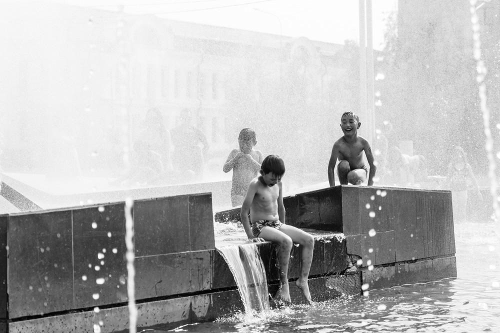 Дети в фонтане 1 место Антон Кондратьев