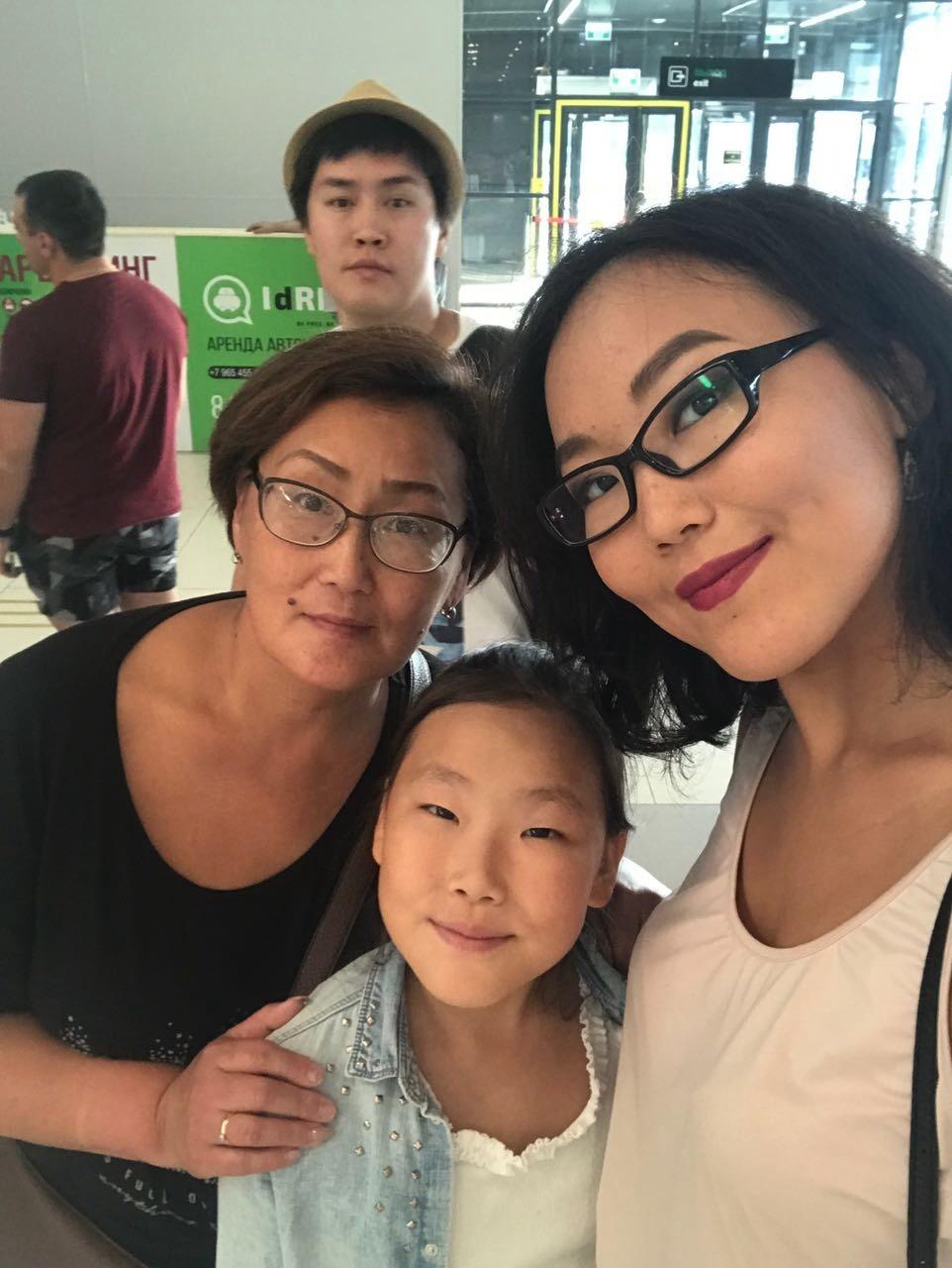 с дочками и зятем