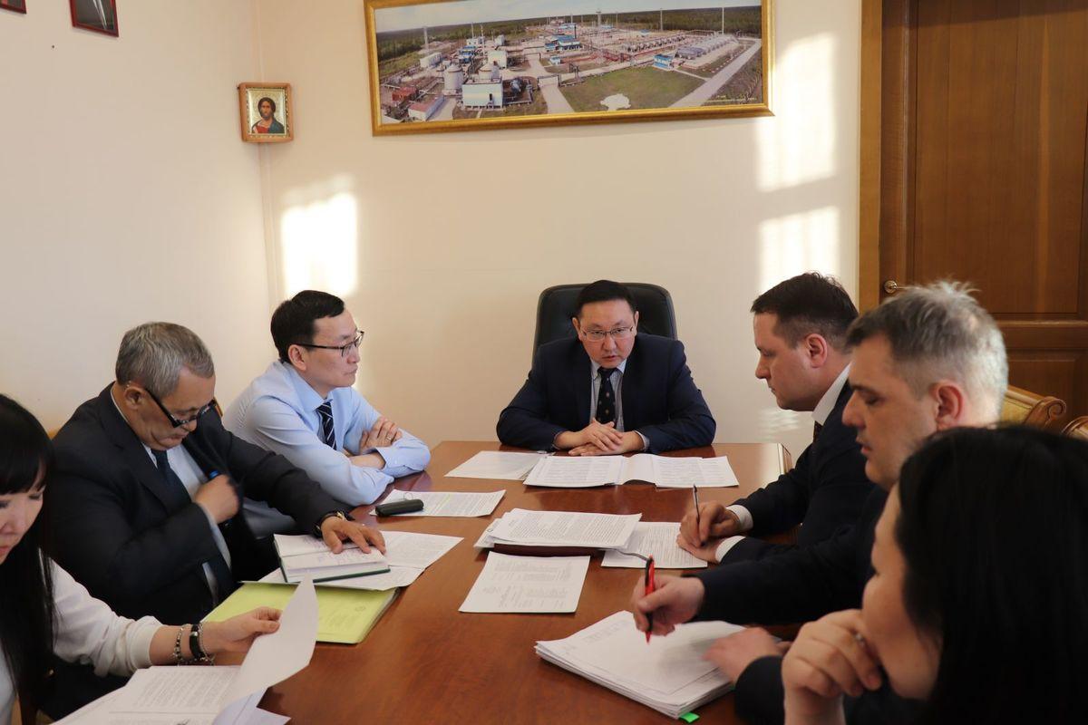 Было проведено десятки совещаний и встреч