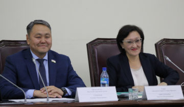 Deputaty-gorodskoj-Dumy-vstretilis-s-glavoj-YAkutska-e1539156091333
