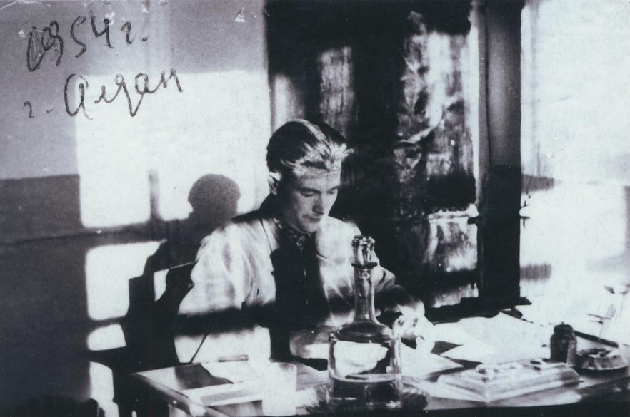 Корреспондент «Алданки» за работой. 1954 г.
