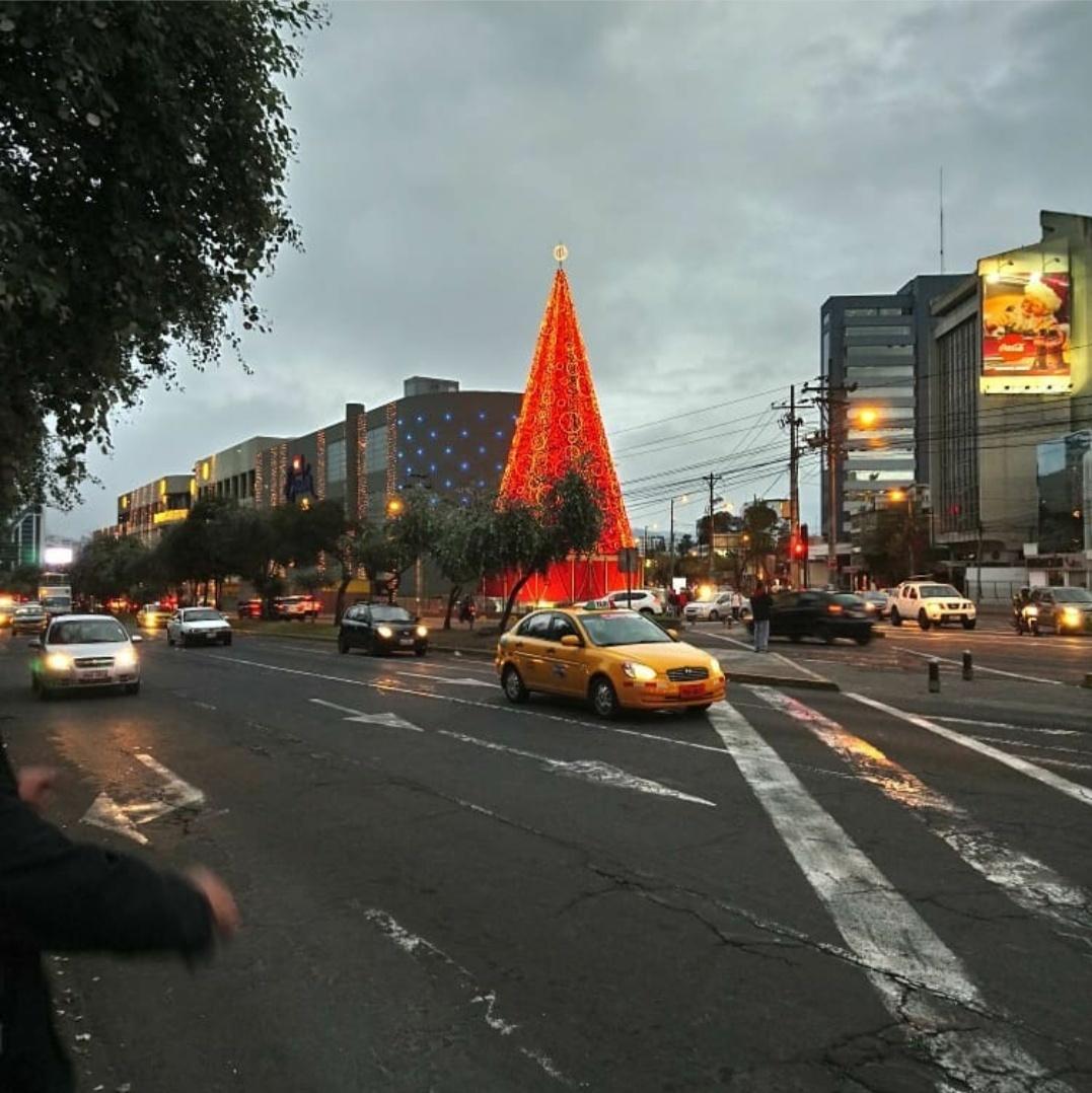 Столица Эквадора Кито в ожидании Нового года