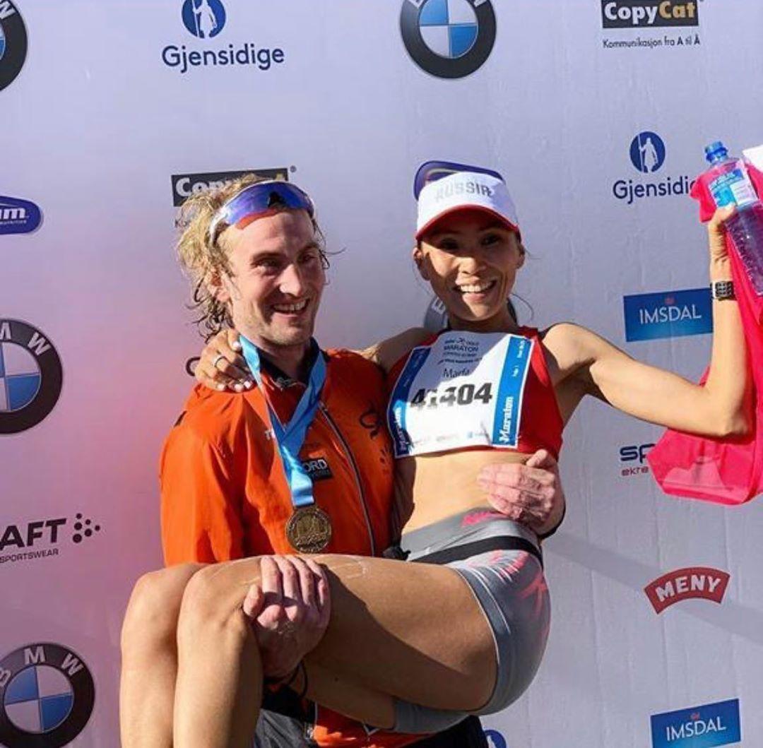 Победители марафона - Томас Асгаутсен 2:26:54 и Марфа Троева 2:54:12.