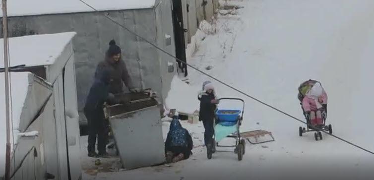 Видео: В Якутске многодетная семья копается в мусорных баках