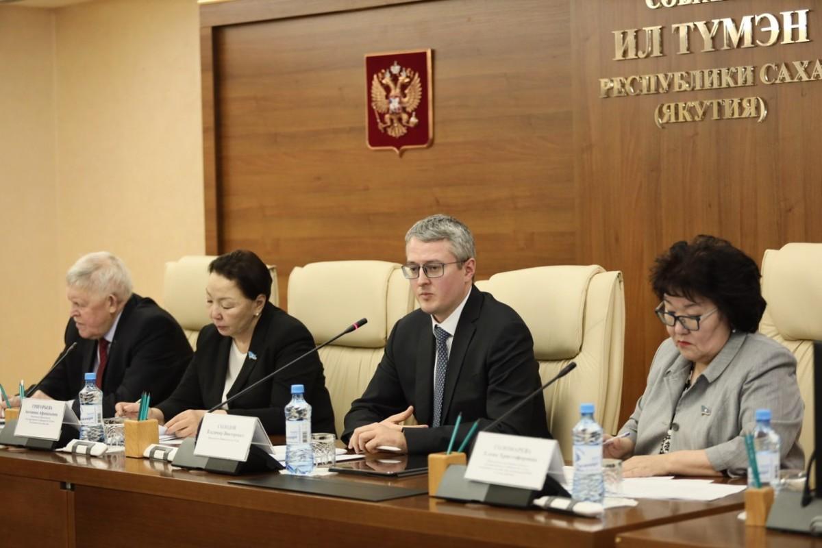 В Якутии будет сокращено 784 человека из числа среднего и младшего медицинского персонала