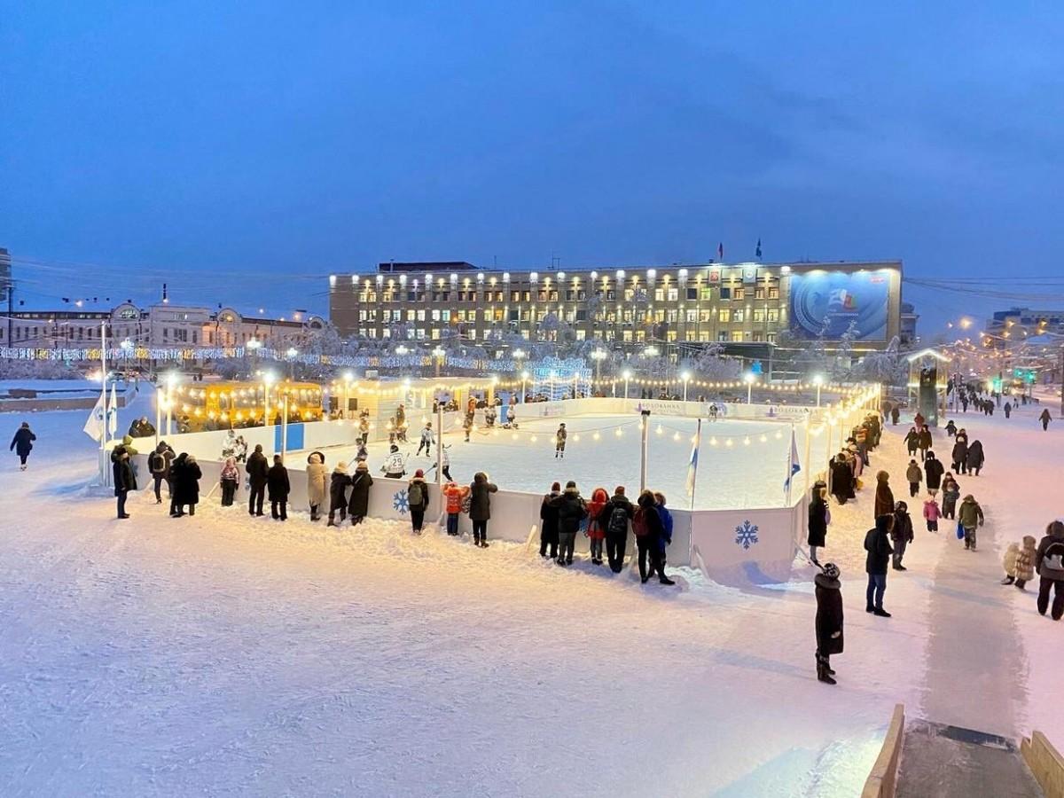 Каток в центре Якутска открыт для всех горожан!