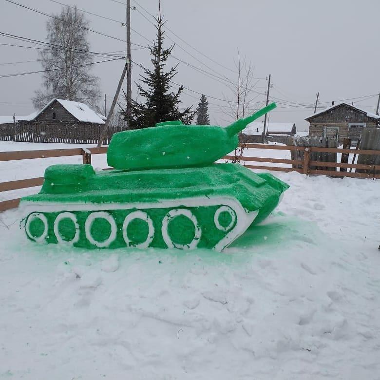 В Якутии появился парк военной техники из снега