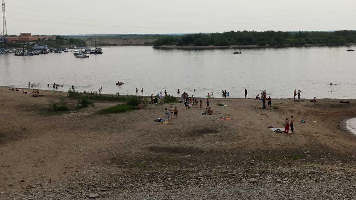 Фотофакт: Пляж в Якутске переполнен