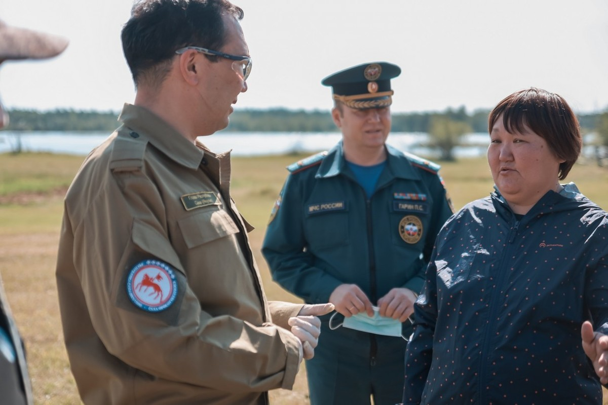 Айсен Николаев побывал в Томпонском районе по вопросам тушения лесных пожаров