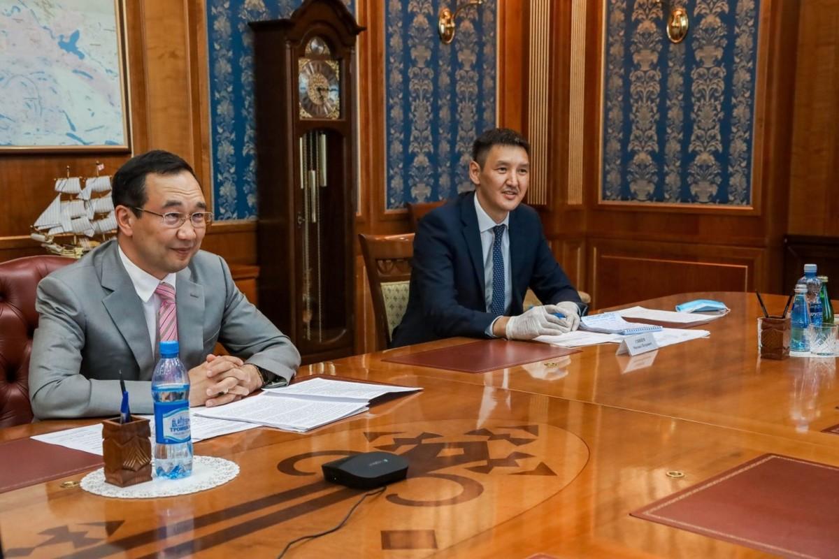 Айсен Николаев напутствовал выпускников вузов, выезжающих работать в районы