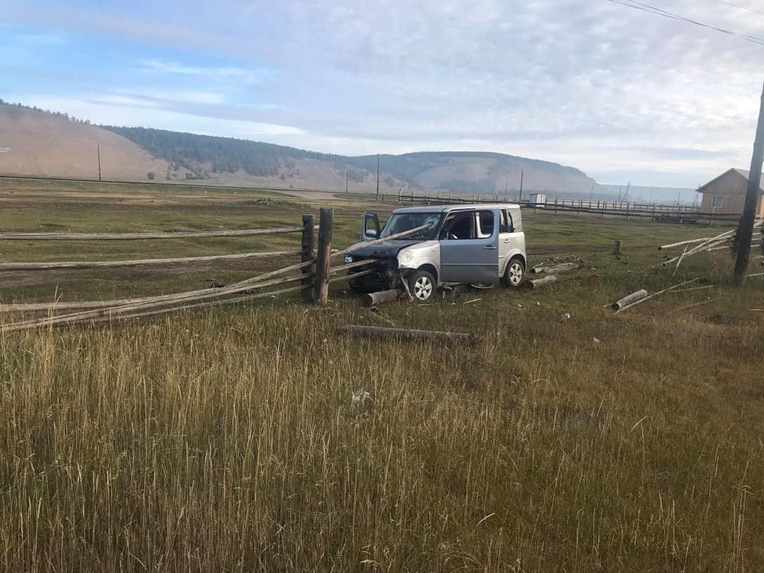 Фотофакт: Забор проткнул пассажира насквозь в результате ДТП в Якутии