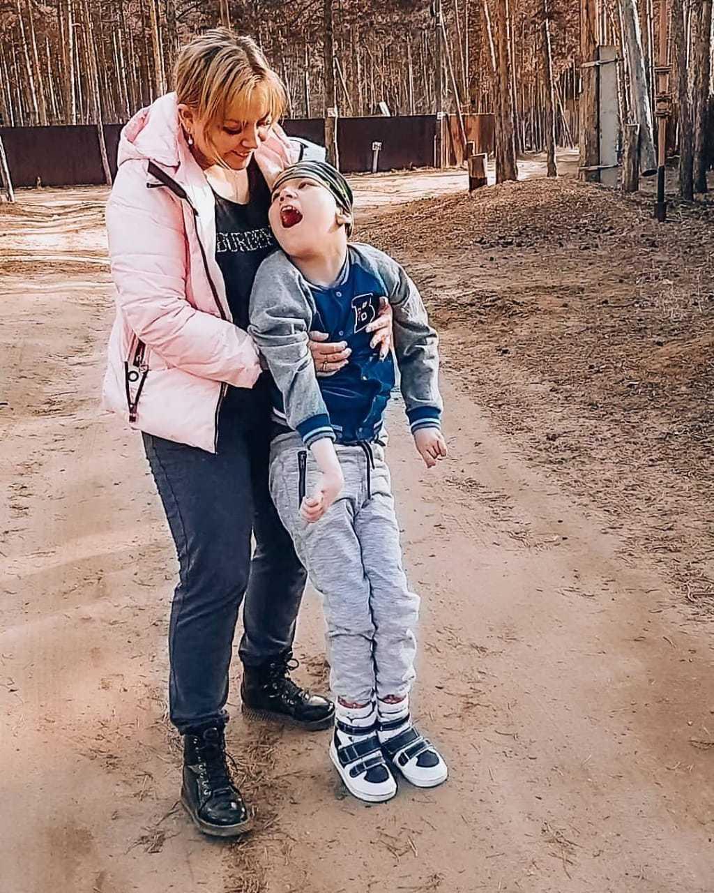 Трудности выживания. Маленькая семья с ребенком-инвалидом нуждается в помощи