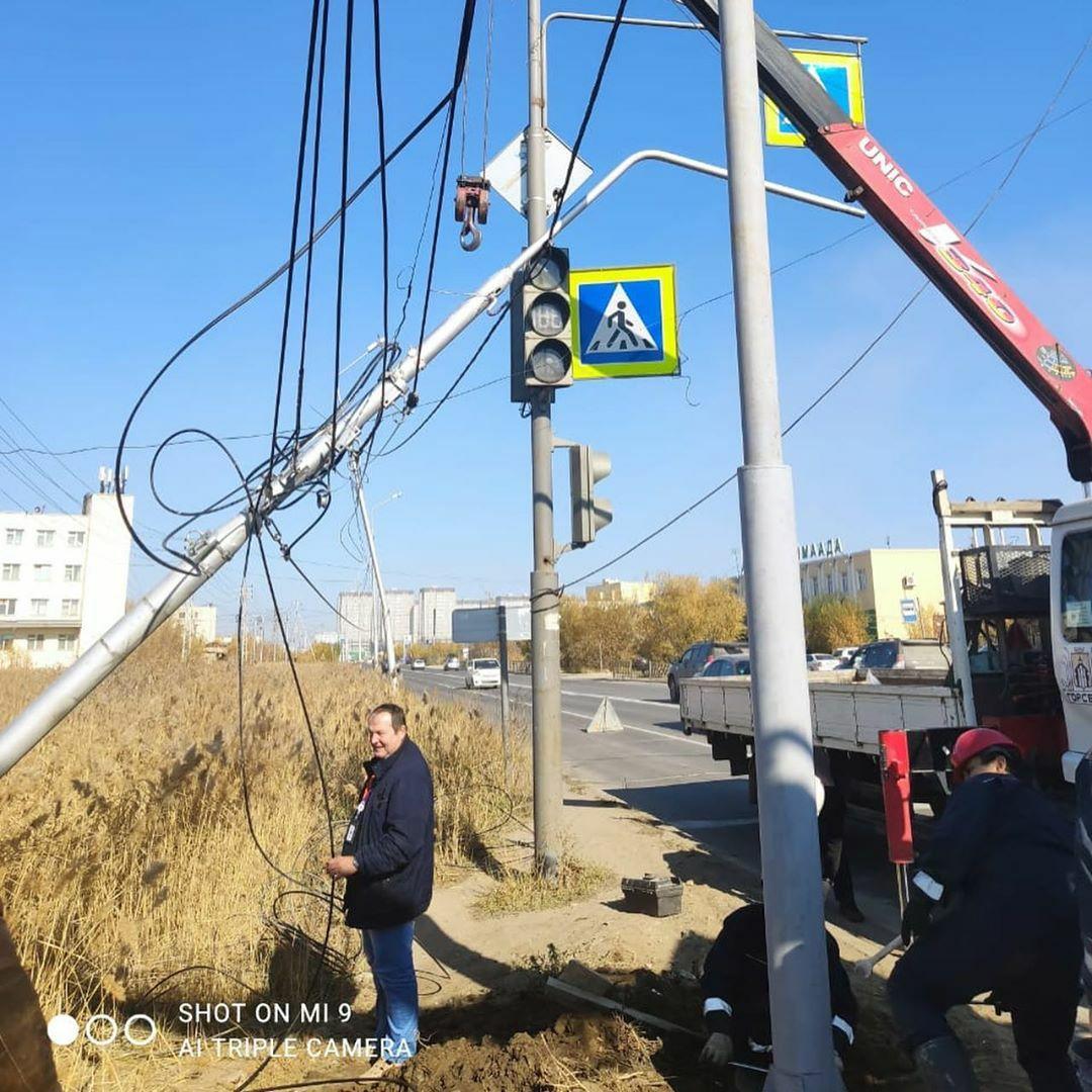 МУП Горсвет о восстановлении сбитого 17 сентября столба на ул. Автодорожная в Якутске