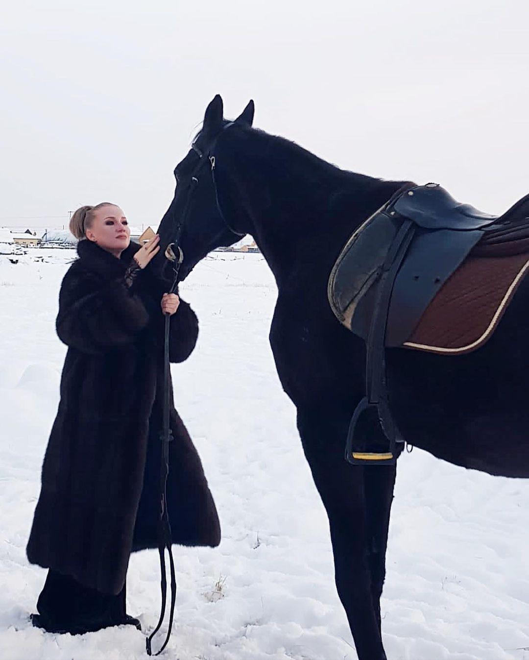 Надина Эльпис представила свой новый клип со знойным мачо