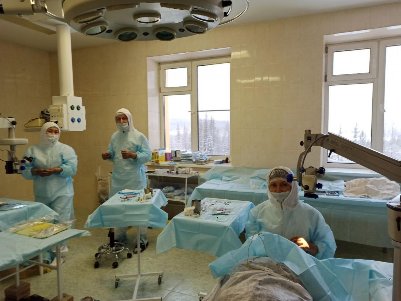 Республиканские офтальмологи вернули зрение 38 жителям Алданского района