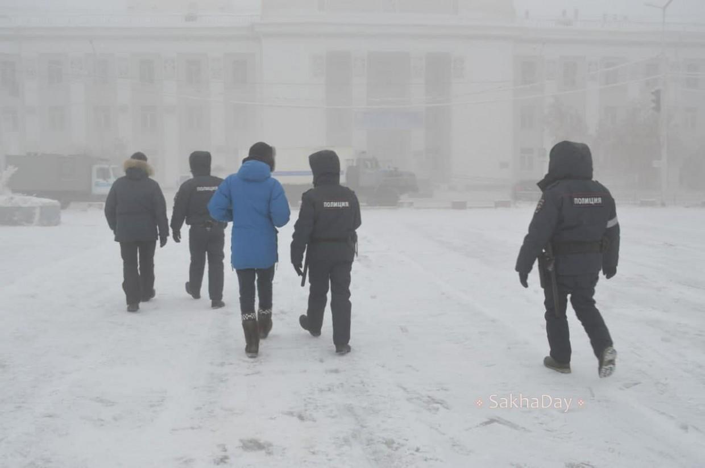 В Якутске во время прогулки в защиту Навального прошли задержания. Фоторепортаж