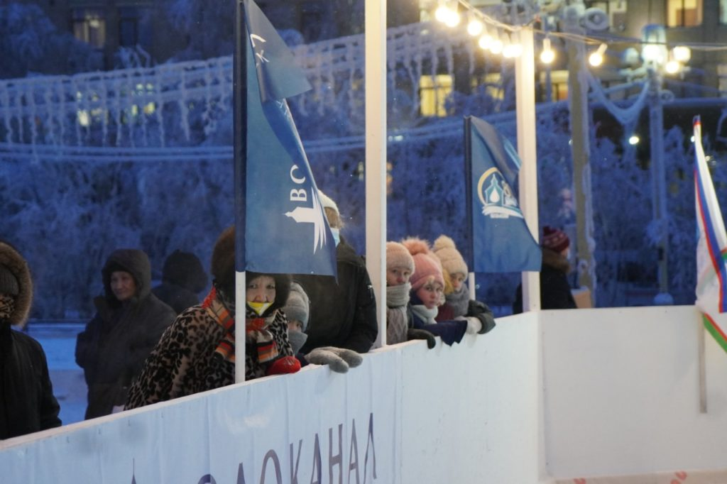 """АО """"Водоканал"""" обустроило традиционный каток на площади Ленина в Якутске"""