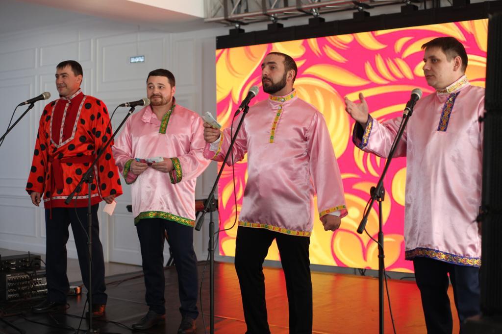 Железнодорожники Якутии поздравили своих женщин-коллег