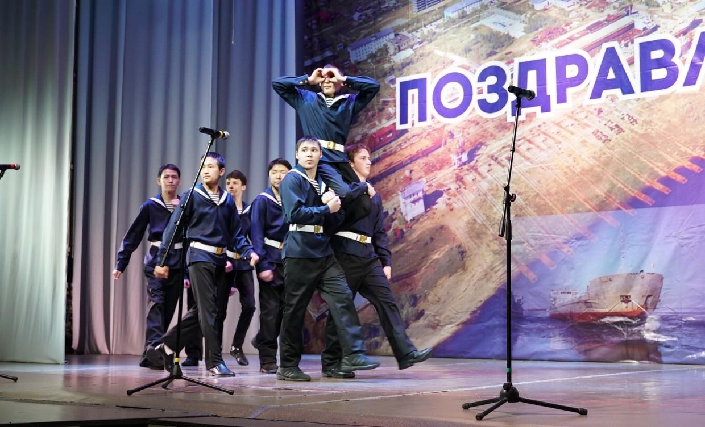 Михаил Сивцев поздравил коллектив Жатайского техникума с 65-летним юбилеем