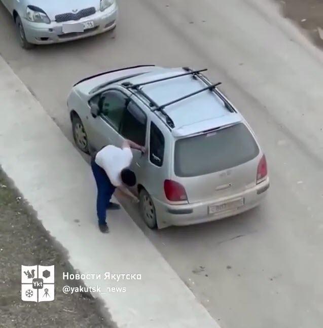 """""""Это был пранк"""", - владелец авто объяснил, почему водитель проколол колеса"""