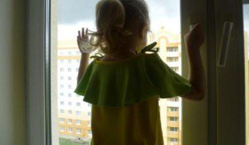 ребенок из окна