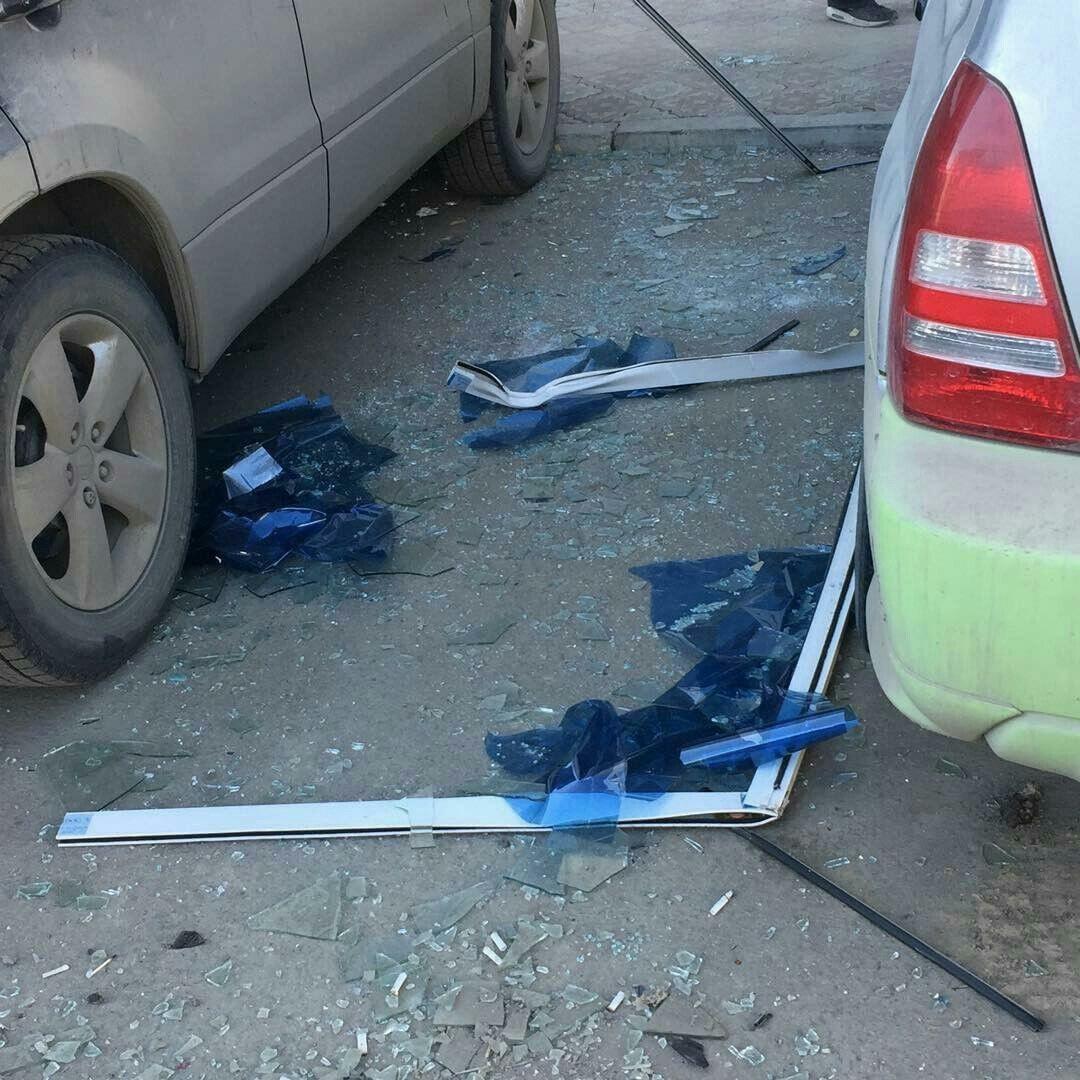 В Якутске с 12-го этажа упало балконное окно sakhaday.