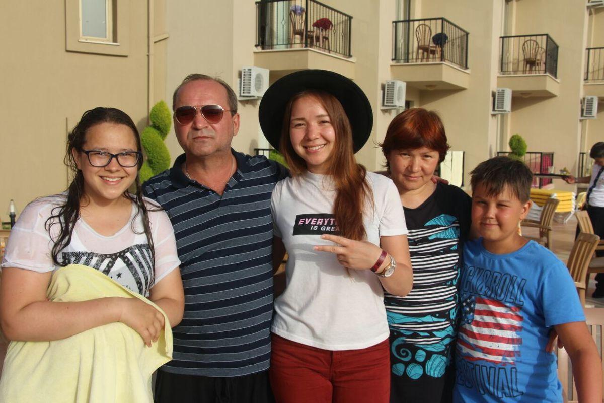 Сергей Юрков с семьей