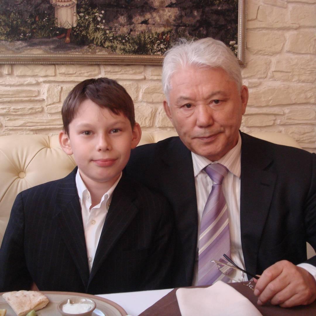 23498100_368486920257595_6877476499100794880_n Внук первого президента Якутии посвятил дедушке свою победу на олимпиаде школьников