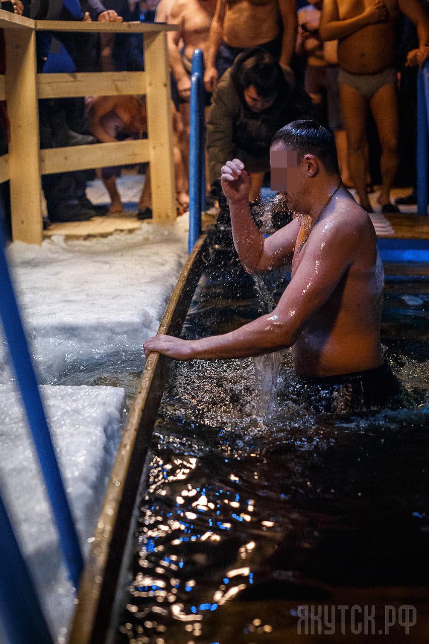 1sha0145 «После Крещенских купаний наблюдается увеличение обращений к урологам», — якутские врачи высказали мнение о традиции