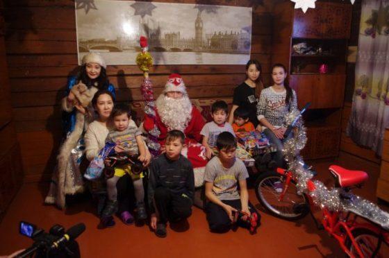 imgp0932-696x462-560x372 Многодетная семья из Олекминского района получила подарки от рэп-исполнителя L'One