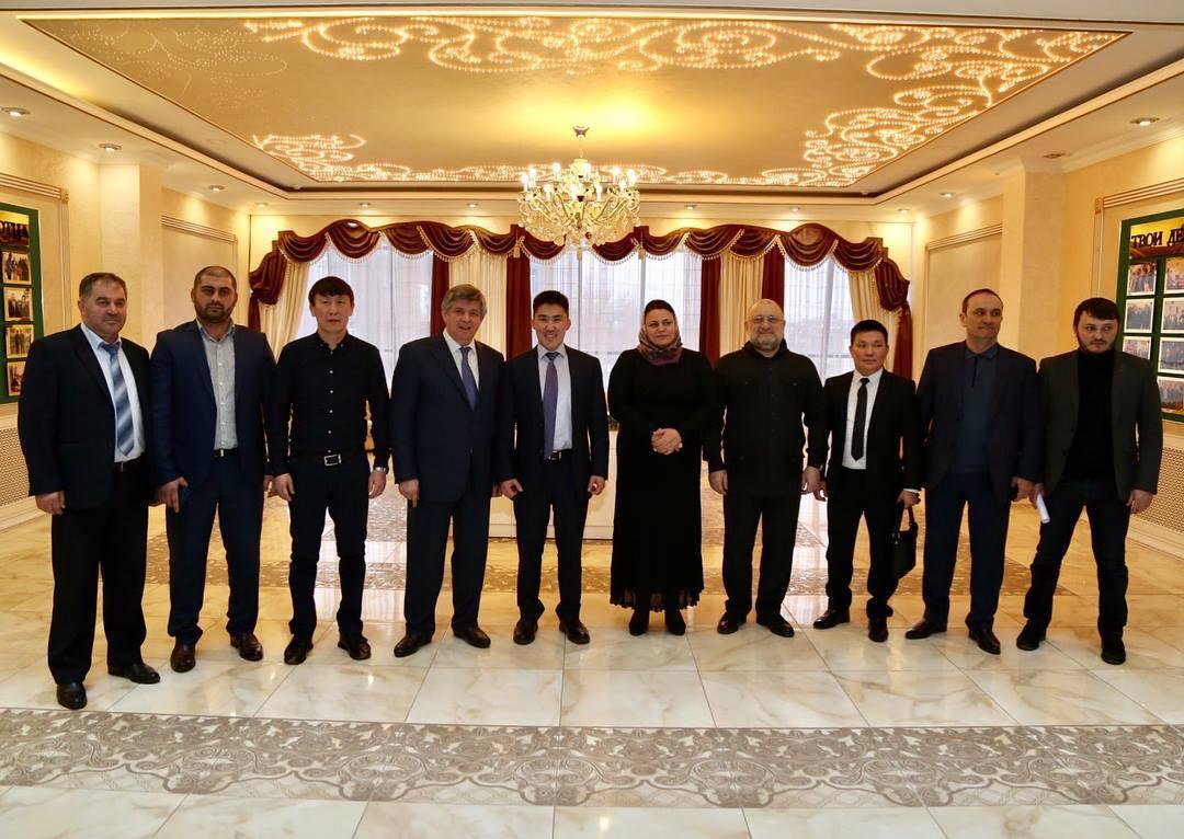 28061002_155304845170627_4639469199490164209_o Зачем якутская делегация ездила в Чечню?