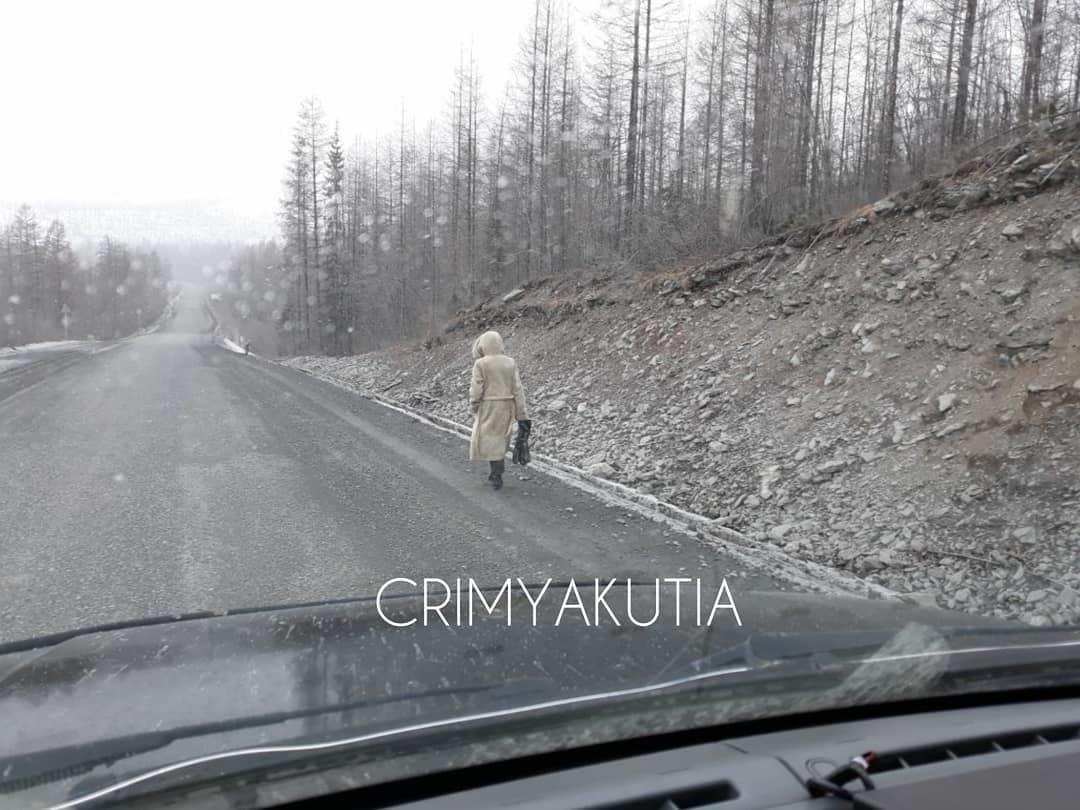 30085934_281258812412333_1897060348536553472_n Таинственная женщина идет пешком по трассе «Колыма» в Якутии