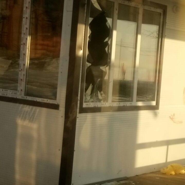 Teplaya-ostanovka В пригороде Якутска Кангалассах разбили окна теплой остановки
