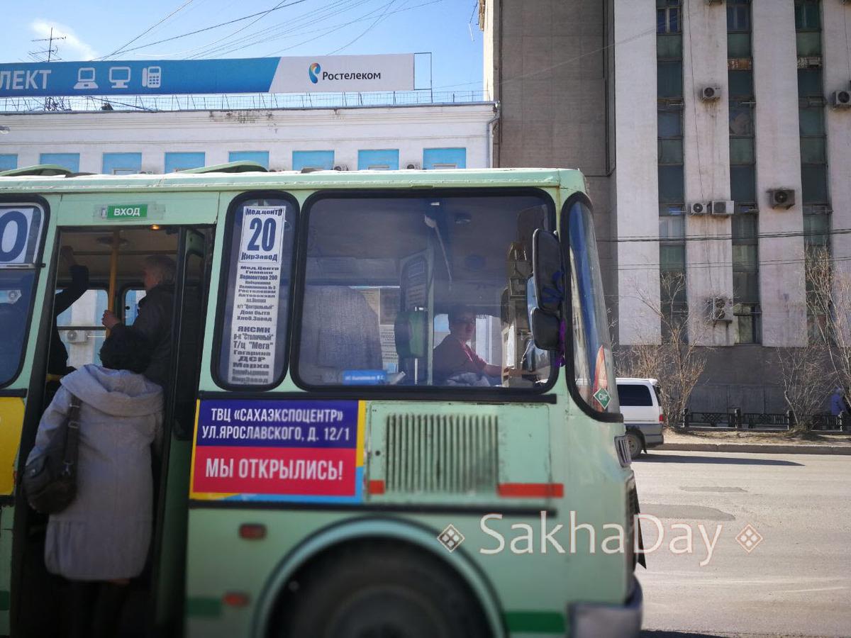 33 В Якутске пойманный в автобусе №20 карманник устроил драку