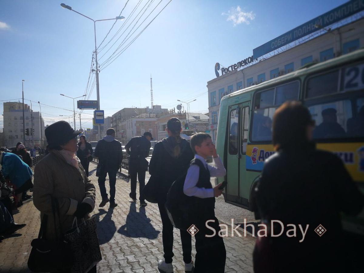 44 В Якутске пойманный в автобусе №20 карманник устроил драку