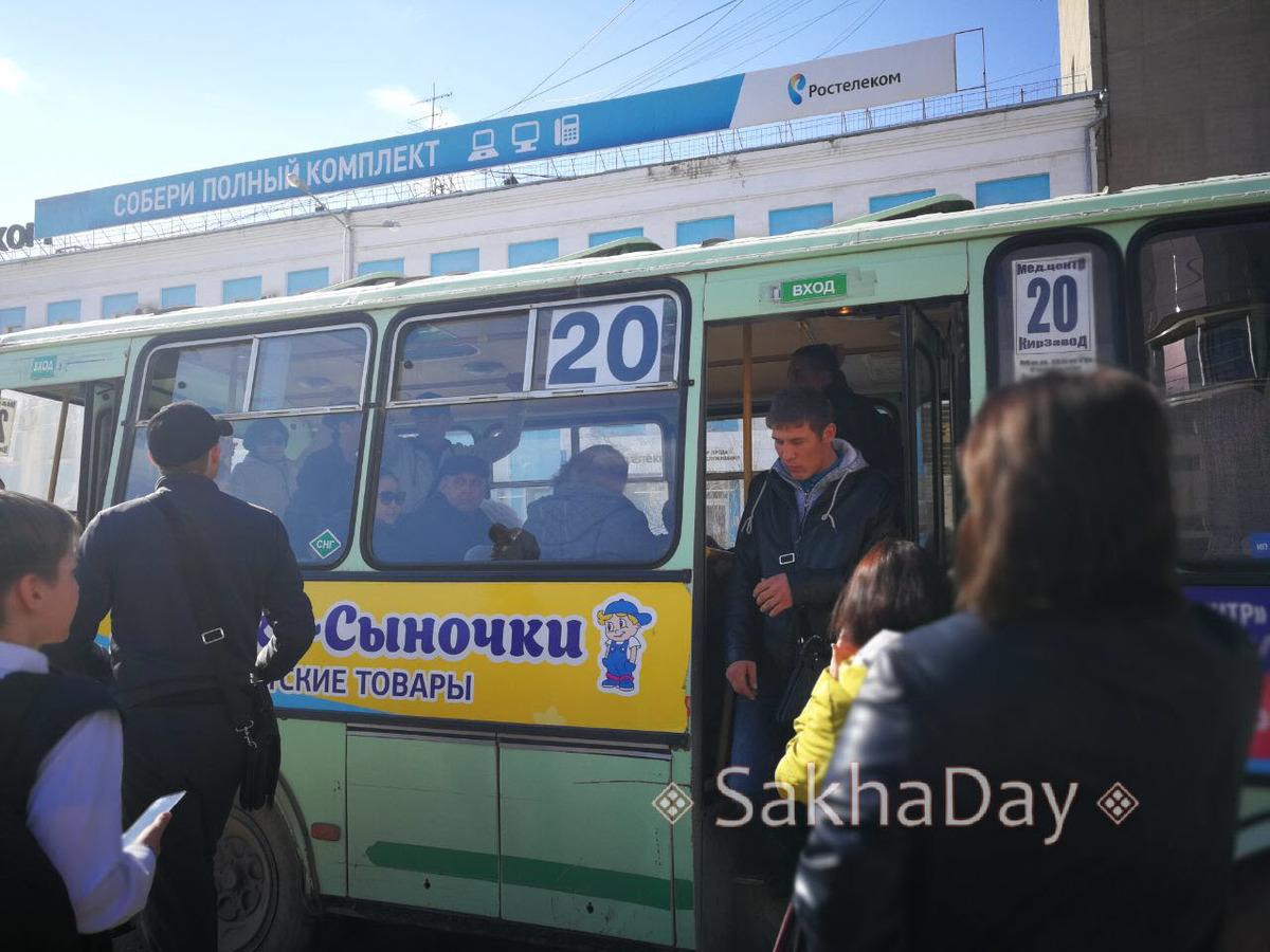 55 В Якутске пойманный в автобусе №20 карманник устроил драку