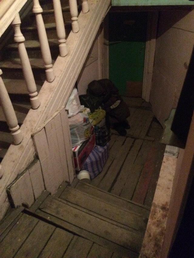 index Бабушка, ночевавшая в подъезде в Якутске, находится в одном из благотворительных фондов