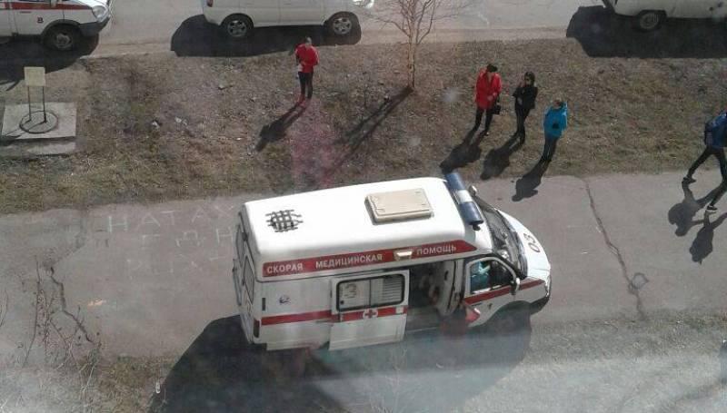 Ребенок умер после падения изокна многоэтажки вЯкутии