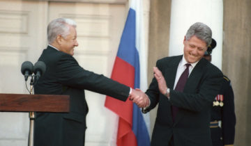 USA. President of Russia Boris Yeltsin (L) and US president Bill Clinton are pictured at the press-conference. Photo ITAR-TASS / Alexander Sentsov; Alexander Chumichev  ÑØÀ. Ïðåçèäåíò Ðîññèè Áîðèñ Åëüöèí (íà ñíèìêå ñëåâà) è Ïðåçèäåíò ÑØÀ Áèëë Êëèíòîí âî âðåìÿ ïðåññ-êîíôåðåíöèè â Íüþ-Éîðêå. Ôîòî Àëåêñàíäðà Ñåíöîâà è Àëåêñàíäðà ×óìè÷åâà /ÈÒÀÐ-ÒÀÑÑ/.