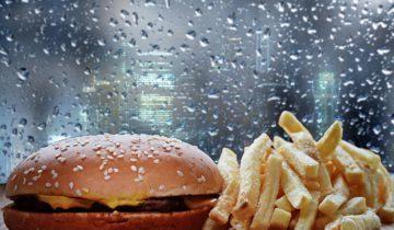 Cheeseburger und Pommes frites