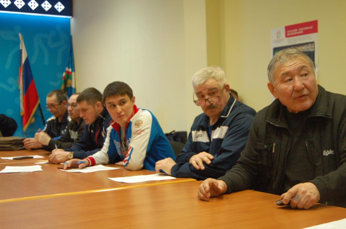 Первый справа заслуженный тренер РФ Валерий Герасимов, третий справа – новый главный тренер по самбо РС(Я) Толибшо Еросейнов.
