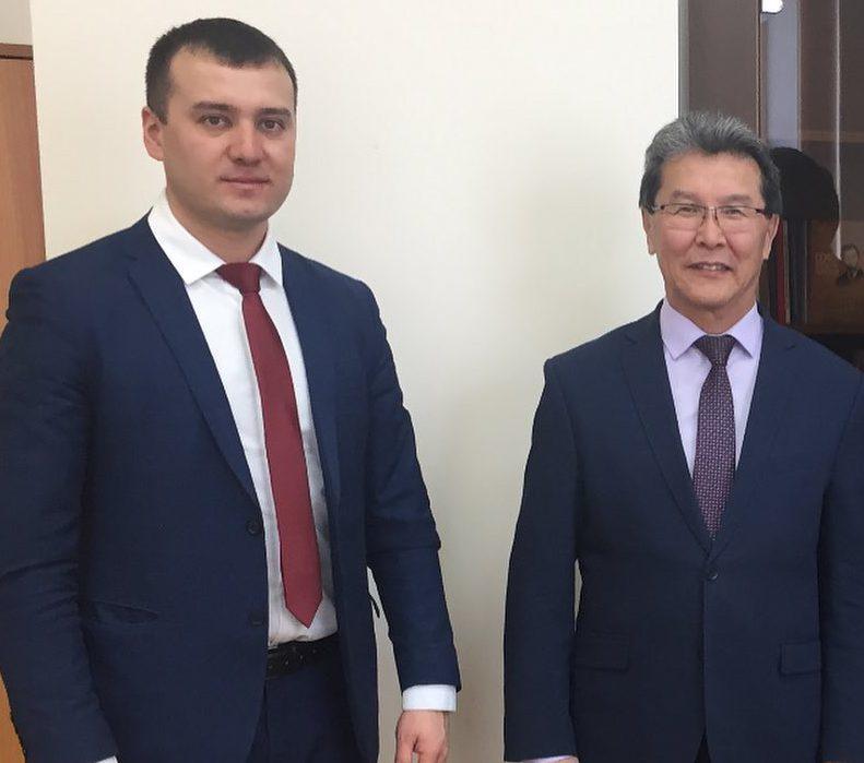 Владимир Васильев с сыном Усмана Баратова